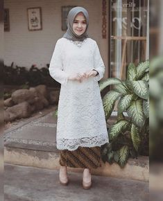Ideas Flowers Fashion Model For 2019 Kebaya Modern Hijab, Kebaya Hijab, Batik Kebaya, Kebaya Dress, Kebaya Muslim, Batik Dress, Hijab Dress, Model Kebaya Brokat Modern, Batik Muslim
