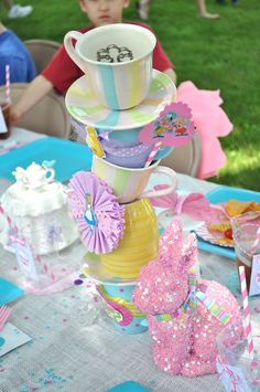 Table décor at an Alice in Wonderland Party #aliceinwonderland #party