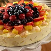 """""""Pineapple Tiramisu"""" (really a mascarpone based dessert without the coffee or brandy but with fruit). from Olive Garden Copycat Recipes Köstliche Desserts, Delicious Desserts, Yummy Food, Yummy Yummy, Olive Garden Recipes, Olive Recipes, Eat Dessert First, Restaurant Recipes, Cannoli"""