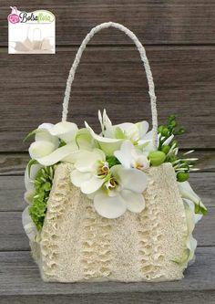 Summer Flower Arrangements, Floral Arrangements, Tea Party Decorations, Flower Decorations, Ikebana, Flower Bag, Floral Bags, Flower Crafts, Design Crafts