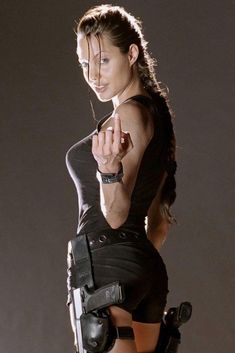 As we wait for 'Catching Fire', we look at 10 of Hollywood's sexiest action heroines! Tomb Raider Angelina Jolie, Lara Croft Angelina Jolie, Angelina Jolie Short Hair, Angelina Jolie Photoshoot, Angelina Jolie Fotos, Angelina Jolie Body, Angelina Jolie Hairstyles, Filmstar Party, Laura Croft