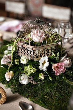 Such a romantic wedding centerpiece! {Bmello-Photo}