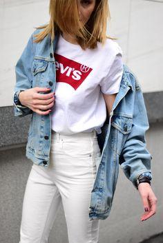 white jeans, levis logo shirt, levi's vintage denim jacket, minimal outfit, katiquette