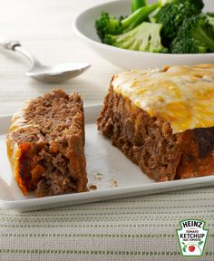 Make dinnertime more delicious with our Quick-Fix Cheeseburger Meatloaf! With melty cheese and ketchup on top, this cheeseburger meatloaf is extra tasty. Slow Cooker Meatloaf, Easy Meatloaf, Meatloaf Recipes, Bacon Meatloaf, Kraft Recipes, Kraft Foods, Ketchup, Cheeseburger Meatloaf, Meat Loaf Recipe Easy