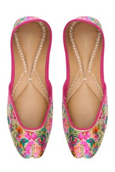 Vian  Multicolor Lovely Flowers Print Juttis  #happyshopping #shopnow #ppus
