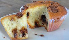 cupcake recheado com gotas de chocolate sem cobertura