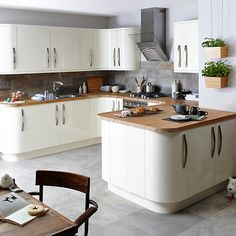 24 Beautiful And Functional Free Standing Kitchen Larder Units That Make Your Cooking Simple - Interior Design Inspirations