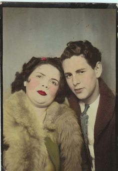 Myth of the Standing Postmortem Photo Interesting History, Norman Bates, Double Chin, Memento Mori, Photo Booth, Creepy Photos, Haunting Photos, Old Pictures, Strange Pictures
