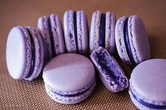 Filipino-inspired flavors: Ube macarons - Heaven on Earth - Filipino desserts Ube Recipes, Macaroon Recipes, Pudding Recipes, Cookie Recipes, Dessert Recipes, Xmas Recipes, Yummy Recipes, Yummy Food, Macaron Filling