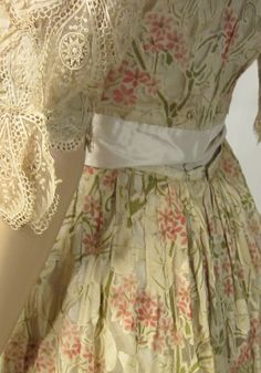 ~Delicately Beautiful Victorian Three-Piece Ensemble~