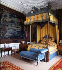 A George III state bed by Mayhew & Ince, Burghley House is a leading example of the Elizabethan prodigy house, built by and still… English Interior, Classic Interior, Beautiful Bedrooms, Beautiful Interiors, Chateau Hotel, Belton House, Grand Homes, Elegant Homes, Interiores Design