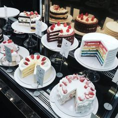 ❤yummy cake by im muslim Dessert Drinks, Dessert Recipes, Comida Picnic, Cute Desserts, Cafe Food, Sweet Cakes, Aesthetic Food, Food Cravings, Yummy Cakes