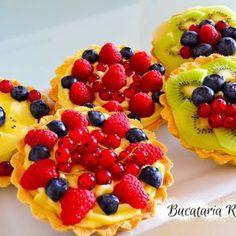 Mini tarte cu fructe si crema de lamaie Kiwi, Fruit Salad, Food, Cupcake, Sweet, Pie, Fruit Salads, Eten, Cupcakes