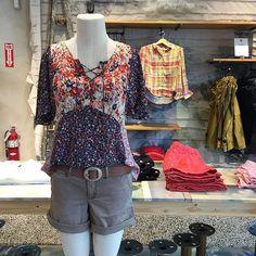 Sunny Saturdays @anthropologie #summeriscoming #shorts #floralprint #khakishorts #weekend #boho #anthropologie @pixxyapp