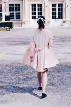 Cute ribbon hair & pink trenchcoat on www.missamyable.com