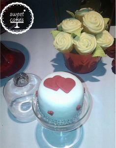 Adorno florar hecho con cupcakes.