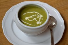 Crema de brócoli Tableware, Food, Creamed Spinach, Soup Recipes, Vegetables, Sauces, Cooking, Fingers, Diary Book