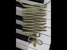 Riveti Atelier Micro Macrame Video Tutorial Square Pedant With Beads No 1 Chevron Friendship Bracelets, Friendship Bracelets Tutorial, Bracelet Tutorial, Collar Macrame, Macrame Necklace, Macrame Jewelry, Loom Bracelets, Macrame Bracelets, Micro Macramé