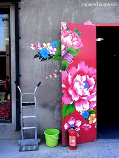 798 Art Zone NY NY is part of Graffiti wall art - Street Art Banksy, Graffiti Wall Art, Mural Wall Art, Mural Painting, Flower Mural, Grafiti, Fence Art, Home And Deco, Painted Doors