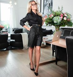 Dutch Women, Leather Skirt, Going Dutch, Celebs, My Style, Womens Fashion, Hot, Skirts, How To Wear