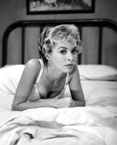 """finestrasulcortile: """"Janet Leigh on the set of Psycho directed by Alfred Hitchcock, 1960 """" Golden Age Of Hollywood, Vintage Hollywood, Hollywood Stars, Classic Hollywood, Hollywood Glamour, Hollywood Boulevard, Tony Curtis, Jamie Lee Curtis, Alfred Hitchcock"""