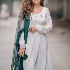 Pakistani Girl, Pakistani Bridal Dresses, Pakistani Outfits, Girly Dp, Dps For Girls, Cute Girl Poses, Designs For Dresses, Frock Design, Cute Girl Photo