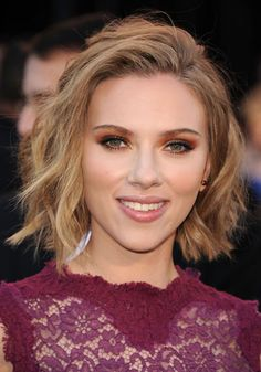 Scarlett Johansson, Actress: Lost in Translation. Scarlett Johansson was born in New York City to an Ashkenazi Jewish mother, Melanie Sloan and a Danish father, Karsten Johansson. Hair Styles 2014, Curly Hair Styles, Pretty Hairstyles, Bob Hairstyles, Bob Haircuts, Celebrity Short Haircuts, Scarlett Johansson Hairstyle, Red Carpet Hair, Short Wavy Hair