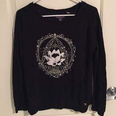 Kendall & Kylie Lotus Top thicker top, really cute, no flaw. no trades, no lowest no model, I'm open to offers. one size Brandy Melville Tops Tees - Long Sleeve
