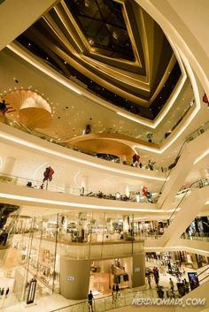 Bangkok is a great city for shopping with its many great shopping centers and markets. Here are the best places to go shopping in Bangkok! Bangkok Travel Guide, Laos Travel, Thailand Travel, Solo Travel, Thailand Shopping, Go Shopping, Shopping Malls, Great Places, Places To Go