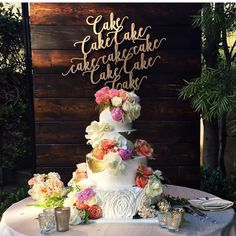 Can we talk about how stunning this is?!  #major #cakegoals ( @carizzarose) www.letstietheknot.etsy.com