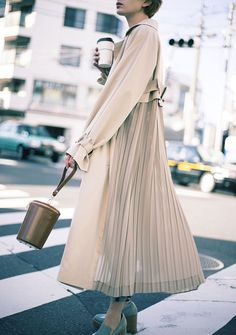 When it is not cold enough to wear thick trench coat outfit Muslim Fashion, Modest Fashion, Fashion Outfits, Trench Coat Outfit, Trench Coats, Women's Coats, Modest Dresses, Modest Outfits, Pleated Dresses