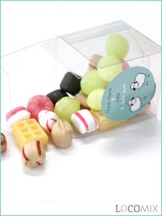 Een Candy Cube is een leuk en budget proof Doopsuiker bedankje. De doorzichtige mini doosjes worden gevuld met doopsuiker snoepgoed naar keuze! Daarnaast komt er op de voorkant van de transparante doosjes een gepersonaliseerde sticker in het door jullie gekozen ontwerp!