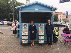 TURKU (FINLAND) In the city of Turku, the government decided to put a little house in the same square where the sister was killed, so that the brothers are protected from rain, their backs and can leave their carts there with the magazines. What a testimony !!!!