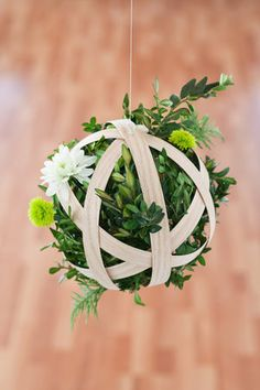 DIY: Hanging Boxwood Penant...these would look cute just sitting on the tables