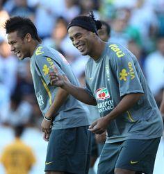 """Ronaldinho sentencia a jornal: """"Em forma, Neymar é o melhor do mundo"""" #globoesporte"""