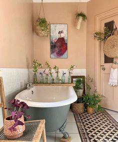 Great Small Bathroom with Bathtub Design Ideas You Will Love - Buhnenbild Entspannendes Bad, Bohemian Bathroom, Bohemian Decor, Bohemian Style, Bohemian Homes, Bad Styling, Bathroom Design Small, Small Bathrooms, Bathroom Designs