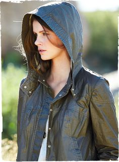 Ideal for windy sailing or unpredictable spring days, our pewter anorak is sewn of wind-and water-resistant Italian cotton (85%) with polyurethane coating (15%). Distressed for a well-worn effect. Outfitted with a chic, detachable hood, trapunto seaming and snap front.