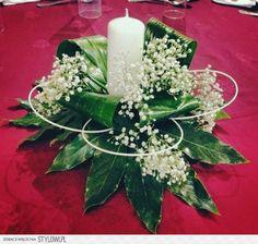 Selecting The Flower Arrangement For Church Weddings – Bridezilla Flowers Candle Arrangements, Church Flower Arrangements, Ikebana Arrangements, Church Flowers, Funeral Flowers, Wedding Arrangements, Floral Centerpieces, Floral Arrangements, Centrepieces