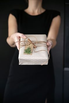 Christmas wrapping ideas uploaded by frannieredman Diy Wrapping Presents, Wrapping Ideas, Christmas Gift Wrapping, Christmas Gifts, Christmas Ornaments, Modern Christmas, Christmas Colors, Simple Christmas, White Christmas