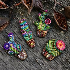 Super Ideas For Embroidery Bead Crafts Bead Embroidery Jewelry, Beaded Embroidery, Embroidery Designs, Beaded Jewelry, Hand Embroidery, Fairy Jewelry, Jewellery, Brooches Handmade, Handmade Jewelry