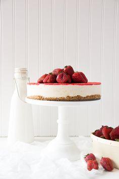 Strawberry Vanilla Bean Raw Vegan Cheesecake (No-Bake, Gluten-Free, Dairy-Free). A great summer dessert even if you aren't a vegan!   siftandwhisk.com