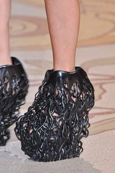 "Iris Van Herpen Fall 2013 - Details.  Uhh...looks like Venom is taking over this girl""s foot!"