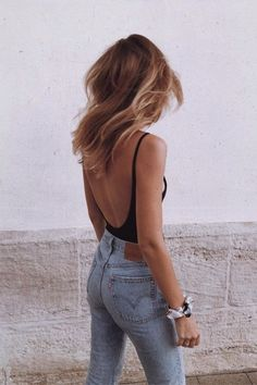 17 Simple Denim Outfits You Can Copy Now 2019 Summer jeans outfit. Open back bodysuit with jeans The post 17 Simple Denim Outfits You Can Copy Now 2019 appeared first on Denim Diy. Jeans Outfit Summer, Trendy Summer Outfits, Summer Jeans, Spring Outfits, Summer Clothes, Summer Jean Outfits, Holiday Outfits, Winter Outfits, Outfits Nachstylen
