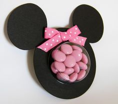 It looks like pink eminems in a Minnie mouse container. My cousin loves Minnie mouse. Minnie Mouse Theme Party, Minnie Mouse Baby Shower, Minnie Mouse Pink, Mickey Party, Mouse Parties, Minnie Mouse Favors, Mickey Birthday, Birthday Gifts, Party Favors