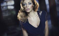 Download wallpapers Beautiful woman, blue dress, portrait, evening make-up, blue evening dress