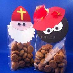 Sinterklaas en zwarte piet pepernotenzakjes Christmas Love, All Things Christmas, Christmas Crafts, Cute Gifts, Diy Gifts, Handmade Gifts, Diy And Crafts, Crafts For Kids, Saint Nicolas