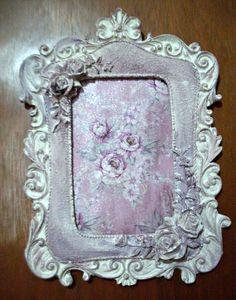 QUADRINHO COM ROSAS Victorian Picture Frames, Victorian Pictures, Decoupage, Shabby Chic, Romantic, Antiques, Cottage, Painting, Flowers