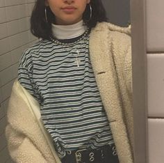 Image in vintage fashion collection by ᴛᴏᴋɪᴏ on We Heart It Aesthetic Fashion, Look Fashion, 90s Fashion, Aesthetic Clothes, Korean Fashion, Fashion Outfits, Fashion Pics, College Fashion, Fashion Clothes
