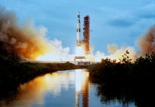 http://www.nasa.gov/sites/default/files/styles/226xvariable_height/public/s73-26911.jpg?itok=Opgs5SaH The Skylab 1-Saturn V space vehicle is lifts off from Launch Pad 39A on May 14, 1973.