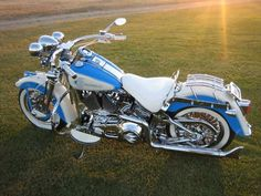2001 HD Softail. Powder blue. Love the whitewalls.